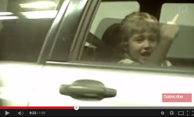 Ütős videó: amilyen a szülő, olyan a gyerek!